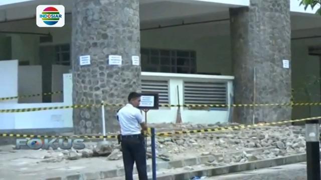Insiden ambruknya ornamen pilar gedung Fakultas Seni Rupa terjadi saat berlangsungnya wisuda mahasiswa.