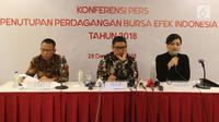 Direktur Utama BEI Inarno Djajadi (tengah) bersama Direktur KPEI Sunandar (kiri) dan Direktur Utama KSEI Friderica Widyasari saat pemaparan penutupan perdagangan Bursa Efek Indonesia (BEI) di Jakarta, Jumat (28/12). (Liputan6.com/Angga Yuniar)