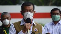 Ketua Satuan Tugas Penanganan COVID-19 Doni Monardo meminta masyarakat menghindari segala aktivitas yang menimbulkan kerumunan saat konferensi pers dari RSD Wisma Atlet Kemayoran, Jakarta, Minggu (15/11/2020). (Tim Komunikasi Satgas COVID-19)