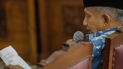 Ketua Dewan Kehormatan Partai Amanat Nasional (PAN), Amien Rais saat menjadi saksi dalam persidangan kasus berita bohong atau hoaks dengan terdakwa Ratna Sarumpaet di Pengadilan Negeri Jakarta Selatan, Kamis (4/4). Sidang kali ini beragendakan pemeriksaan saksi. (Liputan6.com/Faizal Fanani)
