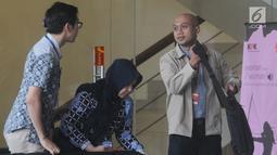 Direktur Utama PT PT PJBI, Gunawan Yudi Hariyanto (kanan) usai memenuhi panggilan penyidik KPK di Jakarta, Kamis (25/4). Gunawan diperiksa sebagai saksi untuk tersangka Dirut PLN nonaktif Sofyan Basir dalam kasus dugaan suap pembangunan PLTU Riau-1. (merdeka.com/Dwi Narwoko)