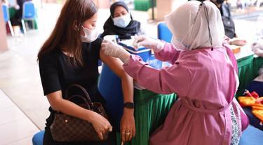 Vaksinasi di Kota Tangerang.