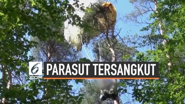 Tabrakan dua pesawat jet tempur Jerman menewaskan satu orang pilot. Pilot pesawat kedua berhasil selama. Ia ditemukan tersangkut di pohon dengan parasutnya.