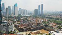 Pemandangan gedung pencakar langit di Jakarta, Senin (27/2). Berdasarkan perkiraan Bank Indonesia (BI) angka Produk Domestik Regional Bruto (PDRB) DKI Jakarta pada tahun 2016 tercatat tumbuh 5,85% secara tahunan. (Liputan6.com/Angga Yuniar)