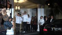 Calon Presiden Joko Widodo mendatangi kediaman Cawapres Ma'ruf Amin di Situbondo, Menteng, Jakarta Pusat, sesaat sebelum terbang ke Osaka, Jepang, guna mengikuti pertemuan G20.