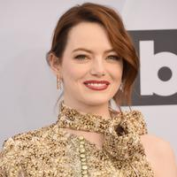 Emma Stone saat menghadiri 25th Annual Screen Actors Guild Awards di Los Angeles, Minggu (27/1/2019). (GREGG DEGUIRE / GETTY IMAGES NORTH AMERICA / AFP)