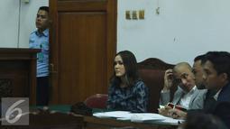 Mantan VJ MTV, Cathy Sharon saat menjalani sidang perceraian di PN Jakarta Selatan, Senin (7/3/2016). Diberitakan sebelumnya, Eka suami Cathy Sharon mengajukan permohonan cerai pada 1 Desember 2015. (Liputan6.com/Herman Zakharia)