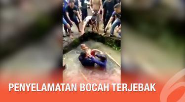 Detik-detik petugas damkar menyelamatkan seorang bocah yang jatuh dan terjebak di saluran air.
