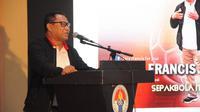 Calon ketua umum PSSI, Fary Francis, saat memaparkan visi dan misi dalam Diskusi Olahraga Mencari Ketua PSSI Ideal yang digelar SIWO PWI Pusat dan PSSI Pers di Aula Wisma Karsa Pemuda, Kemenpora, Jakarta, Rabu (30/11/2019). (PSSI Pers)