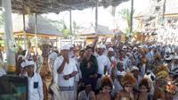 Relawan Solmet Jokowi menyatakan dukungan di acara ngaben di Bali.