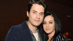 John Mayer dan Katy Perry pertama digosipkan bersama pada 2012. Mereka putus nyambung sampai tahun 2015. (Getty Images/Elle)