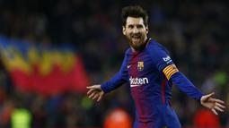 Bintang FC Barcelona, Lionel Messi merayakan golnya ke gawang Girona  pada La Liga Santander di Camp Nou stadium, Barcelona, (24/2/2018). Barcelona menang telak 6-1. (AP/Manu Fernandez)
