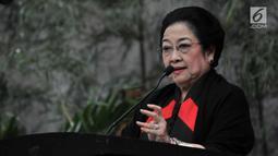 Ketum PDIP Megawati Soekarnoputri memberi sambutan saat peluncuran Atribut Milenial di Kantor DPP PDIP, Jakarta, Kamis (20/9). Peluncuran Atribut Milenial untuk kampanye Pemilu 2019 ini diperagakan langsung oleh para kader. (Merdeka.com/Iqbal S. Nugroho)