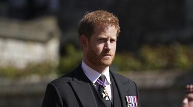 Pangeran Harry dalam pemakaman Pangeran Philip. (Victoria Jones/Pool via AP)