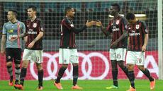 Striker AC Milan, Mario Balotelli, merayakan gol yang dicetaknya ke gawang Alessandria dalam semifinal Coppa Italia di Stadion San Siro, Milan, Rabu (2/3/2016) dini hari WIB. (EPA/Daniele Mascolo)