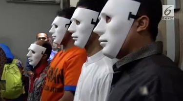 Kepolisian daerah Jawa Timur membongkar kawanan penyebar hoax bertema SARA.