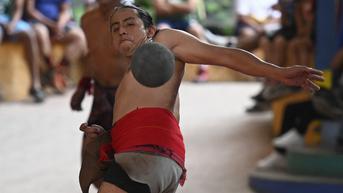 FOTO: Melihat Penduduk Asli Guatemala Bermain Bola Maya