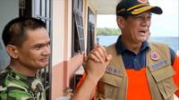 Kepala Badan Nasional Penanggulangan Bencana (BNPB) Doni Monardo dan komandan juru masak di Pulau Sebaru Kecil, Letkol Sitanggang. (dok BNPB)