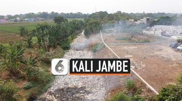 Hamparan sampah kembali memenuhi Kali Jambe Kabupaten Bekasi. Sampah terbawa saat hujen mengguyur wilayah Bekasi beberapa hari lalu. Pemkab Bekasi berencana membersihkan Kali Jambe Sabtu 2 Nopember 2019.