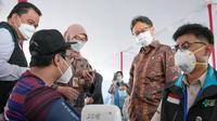 Menteri Kesehatan RI Budi Gunadi Sadikin meninjau pelaksanaan vaksinasi COVID-19 6.000 tenaga kesehatan di Gelora Bung Karno Jakarta pada 4 Februari 2021. (Dok Kementerian Kesehatan RI)