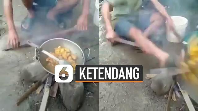 Nasib apes dialami oleh seorang pemuda ini ketika sedang memasak akhirnya bikin sedih dan nyesek.