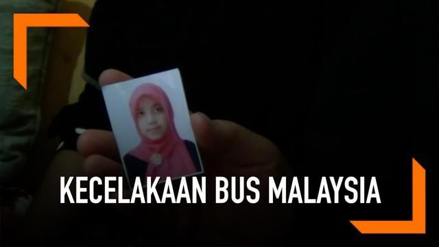 Empat warga negara Indonesia dinyatakan tewas dalam sebuah kecelakaan bus di Malaysia. Keluarga korban berharap jenazah bisa segara dibawa pulang.