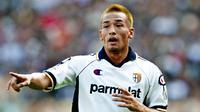 9. Hidetoshi Nakata - Mantan gelandang Parma Serie A, pada usia 29 tahun memutuskan pensiun karena ingin fokus di dunia modeling. (AFP/Paolo Cocco)