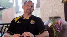 Video wawancara Dejan Antonic yang membeberkan rahasia adaptasinya dengan sepak bola Indonesia dan Persib Bandung.