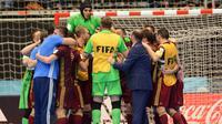Para pemain Rusia merayakan keberhasilan mereka lolos ke babak final Piala Dunia Futsal 2016. Rusia menaklukkan Iran dengan skor 4-3 pada fase semi final, di Medellin, Rabu (28/9/2016) pagi WIB.  (AFP/STR)