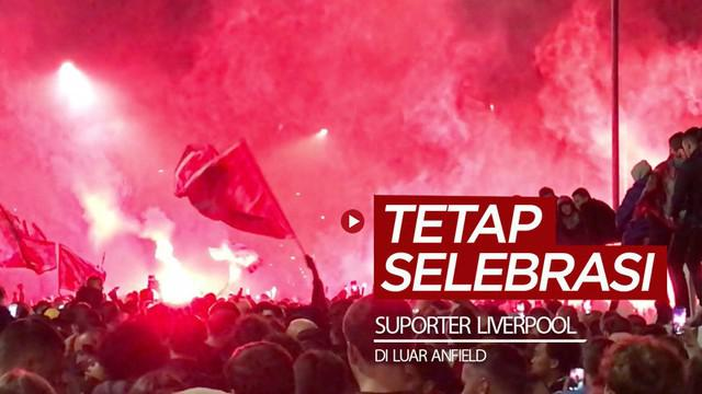 Berita video ribuan suporter Liverpool melakukan selebrasi di luar Anfield dan tidak menghiraukan risiko penyebaran COVID-19, Rabu(22/7/2020) malam hari waktu setempat.