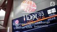 Pergerakan saham pada layar elektronik pergerakan saham di Bursa Efek Indonesia, Jakarta, Kamis (10/7/2020). IHSG pada perdagangan di BEI turun tajam karena pengumuman Gubernur DKI Anies Baswedan terkait dengan rencana penerapan PSBB secara ketat. (Liputan6.com/Faizal Fanani)