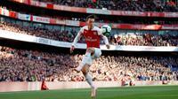 6. Mesut Ozil (Arsenal) - Ozil resmi menggunakan nomor punggung 10 Arsenal pada musim 2018-2019. Gelandang serang asal Jerman ini menjadi andalan The Gunners. (AFP/ Adrian Dennis)