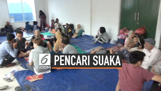 Pemprov DKI membangun tenda dan fasilitas MCK bagi 998 WNA pencari suaka. Sementara tim medis dari Puskesmas setempat memeriksa kesehatan mereka. Banyak pencari suaka yang menderita demam, diare, dan berbagai penyakit lain.