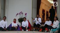 Presiden Joko Widodo mengenalkan staf khusus di Istana Merdeka, Jakarta (21/11/2019). Staf khusus baru dari kalangan milenial yakni CEO Amartha Andi Taufan Garuda Putra, Perumus Gerakan Sabang Merauke Ayu Kartika Dewi. (Liputan6.com/Angga Yuniar)