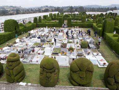 Tulcan, sebuah tempat pemakaman di Ekuador memberikan pengalaman unik bagi para pengunjungnya, Senin (2/11/2015). (Reuters/ Guillermo Granja)