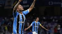 Striker Gremio, Everton Soares masuk daftar beli AC Milan (Foto: AP Photo)