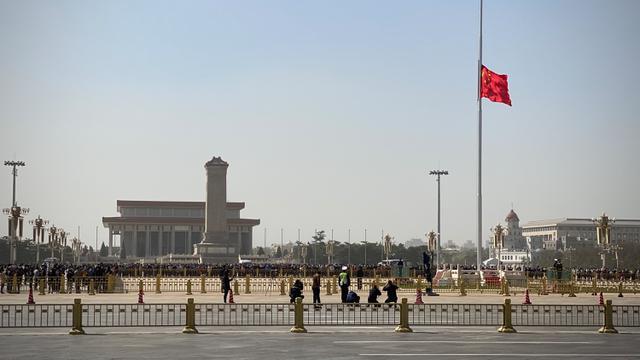 Warga Beijing Beri Penghormatan untuk Korban Meninggal Virus Corona
