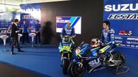 Suzuki resmi meluncurkan motor GSX-RR untuk MotoGP 2017 serta memperkenalkan duet pebalap baru Andrea Iannone dan Alex Rins dalam acara peluncuran tim di Sepang, Malaysia, Minggu (29/1/2017). (Bola.com/Twitter/suzukimotogp)
