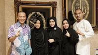 Syahrini bertemu dengan ustaz Felix Siauw dan mendengar siraman rohani dari sang ustaz (Instagram/@princessyahrini)