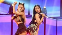 Waahh.. sepertinya persahabatan Nicki Minaj dan Ariana Grande semakin kuat saja ya. (MuzWave)