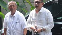 Mantan Wakil Gubernur Jawa Barat, Deddy Mizwar (kiri) memenuhi panggilan penyidik KPK untuk pemeriksaan di Jakarta, Rabu (12/12). Deddy diperiksa dalam penyidikan kasus dugaan suap pengurusan izin proyek pembangunan Meikarta. (Merdeka.com/Dwi Narwoko)