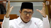 Menag Lukman Hakim Saifuddin saat mengikuti raker dengan Komisi VIII DPR di Senayan, Jakarta (24/5). Dalam rapat ini, Menag mengklarifikasi terkait daftar 200 mubaligh yang dikeluarkan dalam rilis Kemenag beberapa waktu lalu. (Liputan6.com/JohanTallo)