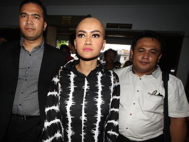Julia Perez geram diberitakan meninggal oleh sebuah situs media online (Liputan6.com/Immanuel Antonius)