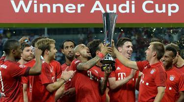 Bayern Munchen tampil sebagai juara Audi Cup 2015 setelah mengalahkan Real Madrid 1-0 di partai final yang berlangsung di Stadion Allianz Arena, Munchen, Jerman. Kamis (6/8/2015) dini hari WIB. (AFP Photo/Christof Stache)