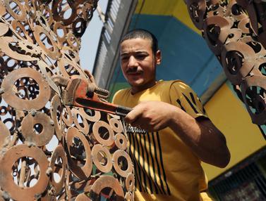 Pemuda Mesir Ubah Barang Bekas Jadi Sumber Penghasilan