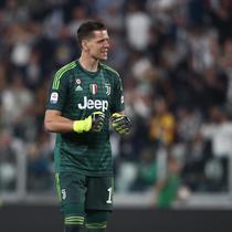 5. Wojciech Szczesny - Bahkan kiper Juventus itu saja tidak mampu menuliskan namanya di sebuah kertas. Itulah gambaran para pemain Juventus yang begitu sulit mengeja nama kiper timnas Polandia tersebut. (AFP/Issabella Bonotto)