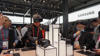 Suasana booth Samsung di gelaran Mobile World Congress 2018 di Barcelona, Spanyol (Liputan6.com/ Agustin Setyo W)