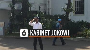Politikus Partai Nasdem, Syahrul Yasin Limpo menjadi orang kedua yang dijadwalkan bertemu Presiden Jokowi pagi ini di Istana. Sama seperti Sri Mulyani, SYL juga datang dengan baju berwarna putih.