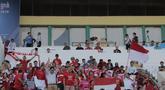 Antusias yang tinggi dari para pendukung Indonesia pada laga pertama piala AFF U-22 yang berlangsung di Stadion Nasional, Phom Penh, Kamboja, (Senin/18/2). Timnas Indonesia bermain imbang 1-1 kontra Myanmar. (Bola.com/Zulfirdaus Harahap)