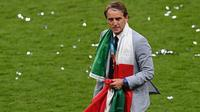 Roberto Mancini mengaku terharu dengan keberhasilan Timnas Italia menjuarai Euro 2020. (AFP/Facundo Arrizabalaga)